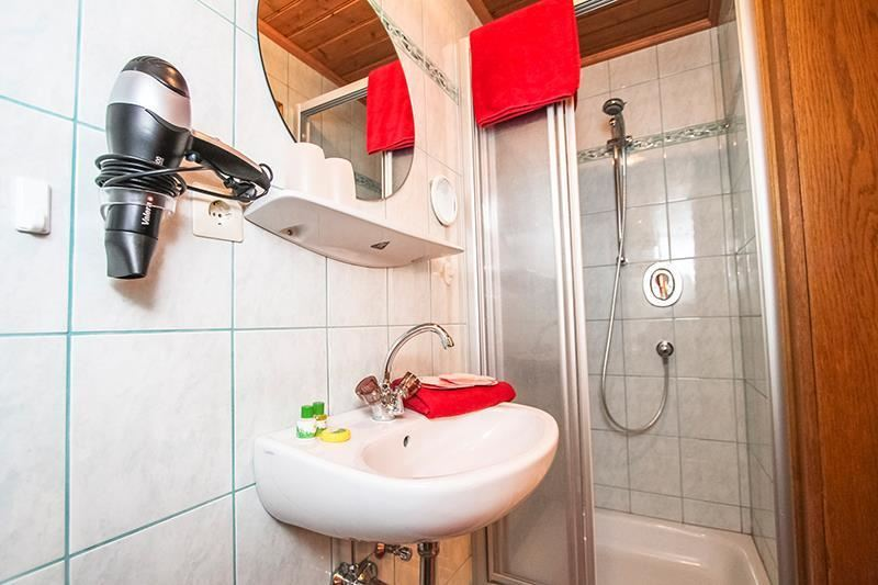 Falicities: Quiet Room/apartment, WiFi, Cot, Double Bed (1 Bed/2  Mattrasses), Balcony, TV, Balcony Furniture, Barrier Free According To DIN,  Cable TV, ...
